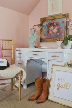 A few great tips on painting furniture with high gloss paint.  This DIY white lacquer desk is an inspiring makeover for this tween girl's room. via lifeingrace