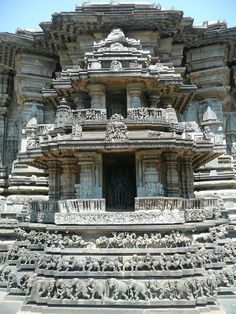 Hindu Cosmos : The Chennakeshava temple, Belur Indian Temple Architecture, Historical Architecture, Ancient Architecture, Beautiful Architecture, Art And Architecture, Temple India, Hindu Temple, Different Architectural Styles, Temple Design