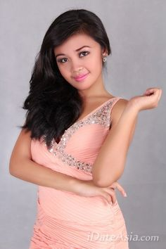 """Pretty Filipino Girl for online Asian dating : Jamila is a 21 year old girl from Philippine.   She's seeking a western man for a romantic oversea marriage!  """" A sweet, loving and caring man is what I am always wanted and a man who is willing to accept me and makes me happy all the time and a man who can love me for who I am...""""    See her page on iDateAsia"""