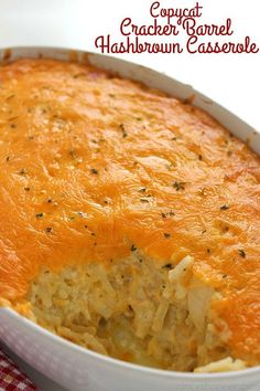 This homemade CopyCat Cracker Barrel Hashbrown Casserole is so cheesy and so eas. - This homemade CopyCat Cracker Barrel Hashbrown Casserole is so cheesy and so easy to make right at - Easy Casserole Recipes, Casserole Dishes, Potato Recipes, Potato Casserole Hash Brown, Shredded Potato Casserole, Recipes With Potatoes, Brocolli Casserole, Squash Casserole, Quiche Recipes