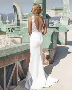 Elbeth Gillis 2016 Wedding Dresses | itakeyou.co.uk #Weddingdress #Elbethgillis #Bridal