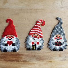 Cute little beaded Xmas gonks that would look great in X-stitch