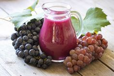 Muscadine juice has many nutrients and health benefits. It helps to control weight, promotes regular bowel movements, and prevents diseases. Grape Juice Benefits, Fruit Benefits, Health Benefits, Grape Nutrition, Fruit Nutrition Facts, Heal Sunburn, Smoothies, Love Eat, Yummy Drinks