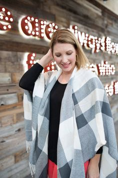 This plaid poncho is perfect for winter layering, and looks great with holiday outfits! | How to Style a Poncho | Poncho Style Ideas | Holiday Fashion Tips | Holiday Style Ideas | Winter Fashion Tips | Winter Style Ideas || Lipgloss and Crayons