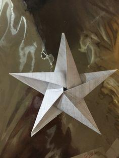 İlk origami denemem güzel oldu. Kendime güzel kağıtlar alıp işi ilerletiyim :) #origami #yıldız #star