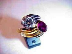 Jolie bague composée d'un diamant taille brillant serti sur platine et d'un rubis serti sur or jaune 18cts ca. 1950