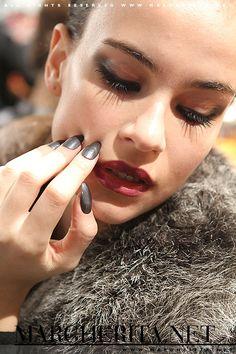 Tendenze unghie. Gli smalti, i colori, le texture, le forme delle            unghie