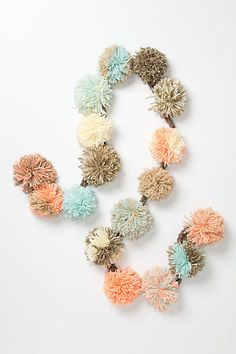 DIY idea: Pom Pom garland