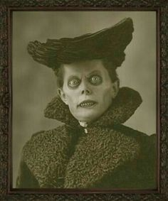 that's scary! Halloween Fotos, Vintage Halloween Photos, Creepy Halloween, Halloween Pictures, Vintage Witch Photos, Halloween Costumes, Arte Horror, Horror Art, Real Horror