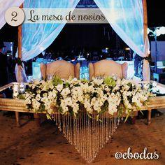 Mesa de novios de estilo natural a base de bambus, gasas y flores #wedding #decoration #flower