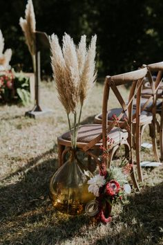 Un mariage boho au Château de Fajac - wedding and engagement photo Bohemian Wedding Decorations, Boho Wedding, Rustic Wedding, Hippie Chic Weddings, Vintage Weddings, Wedding Chairs, Wedding Table, Wedding Reception, Wedding Aisles