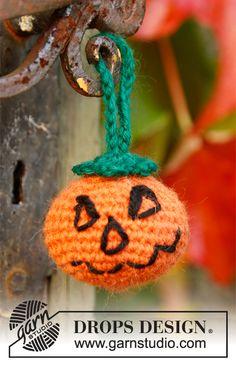 """Hæklet DROPS Halloween Græskar i 2 tråde """"Alpaca"""". ~ DROPS Design"""