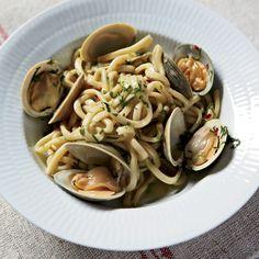 Spaghetti with Clams and Garlic Recipe - Frank Falcinelli, Frank Castronovo | Food & Wine