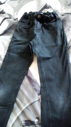 d83d39a6dfdd1 Jean garçon - Vends jean garçon noir taille 8 ans. Très bon état