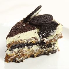 Kind of like a giant Oreo made from crushed Oreos. and desserts sweet treats Oreo Cake Recipes, Baking Recipes, Dessert Recipes, Vegan Cupcake Recipes, Oreo Recipe, Just Desserts, Delicious Desserts, Yummy Food, Oreo Desserts