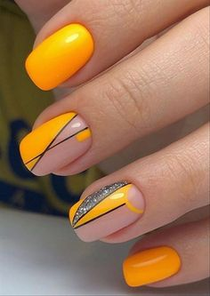50 Manicures Fresh as Orange juice - manicure pedicure Neon Nail Designs, Orange Nail Designs, Short Nail Designs, Gel Uv Nails, Neon Nails, Nail Whitening, Jus D'orange, Orange Nails, Make Up