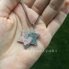 Yıldızlı miyuki bileklik Bizu miyuki tasarımı üç renkli bu yıldız bileklik olarak yapılmıştır. Dilerseniz kolye.... 378660