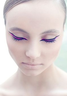 Neon pink and winged: eyeliner that wows. Rosa Eyeliner, Winged Eyeliner, Eyeliner Ideas, Eyeliner Makeup, Eyeliner Designs, Pink Eye Makeup, Love Makeup, Makeup Inspo, Eyeliner