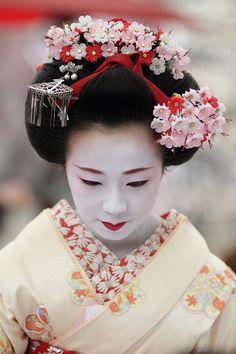 The maiko (apprentice geisha) Satohina.