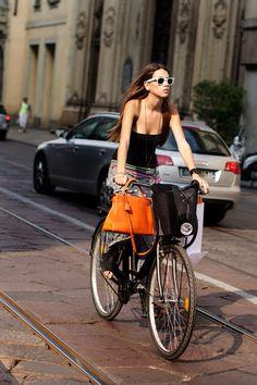 Callejeando la moda: LAS BICICLETAS SON PARA EL VERANO