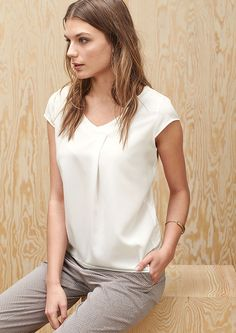 Blusenshirt mit Satin-Front von s.Oliver. Entdecken Sie jetzt topaktuelle Mode für Damen, Herren und Kinder online und bestellen Sie versandkostenfrei.