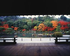 Tenyru-ji is a major temple of the Rinzai School. It was built in 1339 on the former site of Emperor Go-Daigo's villa after a priest dreamt of a dragon rising from the nearby river.<br/><br/>The main attraction of Tenryu-ji Temple is the Zen garden dati...