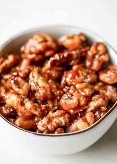 That's pretty much all you need to make these Candied Walnuts! These crunchy caramelized nuts are a great party snack, or serve them in a salad or sprinkled over ice cream. Carmelized Walnuts, Candied Pecans, Spiced Almonds, Chipotle, Tostadas, Walnut Recipes, Wing Recipes, Couple Cooking, Snacks Für Party