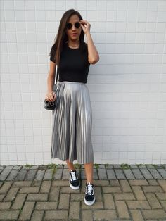 Outfits hermosos con faldas midi para darle un descanso a tus jeans Beautiful outfits with midi skirts to give your jeans a rest Modest Casual Outfits, Modest Fashion, Skirt Fashion, Cute Outfits, Fashion Outfits, Outfits Jeans, Vans Fashion, Modest Wear, Formal Outfits