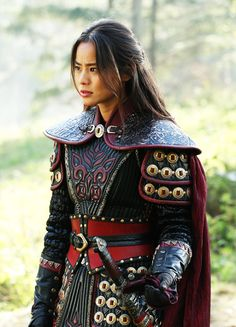 "anneboleyns: ""Women in Armor: Jamie Chung as Mulan in Once Upon a Time "" Female Armor, Female Knight, Jamie Chung, Fantasy Armor, Medieval Fantasy, Character Outfits, Female Characters, Costume Design, Hunger Games"