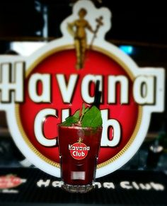 Black Mojito: 2cl fresh lime juice, 4cl Havana Rum 3 years, fresh mint, 4cl blackberry puree, ice cream, soda