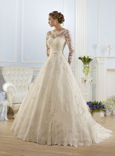 Luxury Long Sleeve Lace Appliques Low Back Wedding Dress A-line