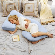 Cozy Cuddler Total Body Pregnancy Pillow - totally not pregnant and not planning to be, but I so want one of these.