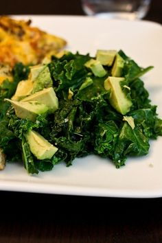 steamed kale with sea salt, olive oil, and avocado AH says: quickly becoming one of my favourite salads! Avocado Recipes, Veggie Recipes, Paleo Recipes, Whole Food Recipes, Cooking Recipes, Paleo Meals, Healthy Snacks, Healthy Eating, Lean And Green Meals
