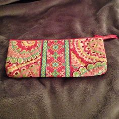Authentic VB retired Brush and pencil case Capri Melon Brush and Pencil Case. Used lightly. Only held an iPod.. No marks.. Awesome condition! Vera Bradley Accessories