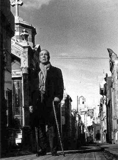 Borges todo el año: Jorge Luis Borges - Muertes de Buenos Aires (Foto Pedro Luis Raota) http://borgestodoelanio.blogspot.com/2014/04/jorge-luis-borges-muertes-de-buenos.html