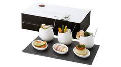 Divertido conjunto de aperitivos de Paul Bocuse que consta de 3 cuencos de porcelana con cucharas de acero inoxidable y 3 platos de porcelana elegantemente presentados en una placa de pizarra.  Más información sobre el #regalo en: http://www.regalodeempresagsr98.es/regalos-merchandising/casa-vida-112487/