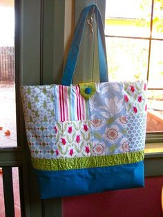 Flickr group If you have made a tote bag using this tutorial, why don't you share your pictures on this Flickr group? 16 charms – I used Verna by Kate Spain 1/3 yard matching fabric for…