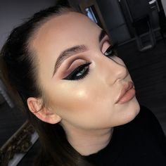 Neutral wings on the porcelain doll @ashleigh_cowell in today's 1-1 ✨ @plouise_makeup_academy @eldorafalseeyelashes m106