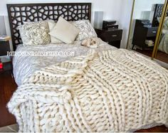 Super chunky knit gigantic blanket got a couple for my new home to cosy up under on giant queen sized bed sofa and gigantic bed Giant Knit Blanket, Chunky Blanket, Vintage Knitting, Vintage Crochet, Extreme Knitting, Arm Knitting, Knitted Blankets, Home Decor Inspiration, Knitting Projects