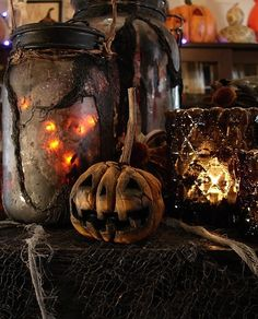 I love Halloween and autumn. Anyone wanna join me for a Halloween party just ask, okay? And don't be afraid to ask me anything, halloween/autumn related or not! Retro Halloween, Halloween Prop, Rustic Halloween, Samhain Halloween, Holidays Halloween, Halloween Pumpkins, Halloween Crafts, Happy Halloween, Spooky Pumpkin