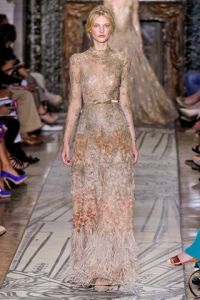 Valentino Fall 2011 Couture - Runway Photos - Fashion Week - Runway, Fashion Shows and Collections - Vogue Valentino Couture, Valentino Gowns, Couture Mode, Couture Fashion, Runway Fashion, Fashion Show, Fall Fashion, Vogue, Fringes