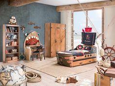 Pokój dziecięcy z łóżkiem w kształcie statku.