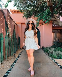 Maxie Elise on Instagram | Petite Style in California - Style & beauty tips•life hacks•travel•must-have products #outfitideas #beautytips #makeuptutorials #socal