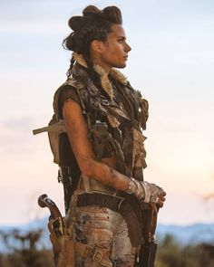 Image may contain: 1 person, standing, sky and outdoor Post Apocalyptic Girl, Post Apocalyptic Costume, Post Apocalyptic Clothing, Apocalypse Costume, Apocalypse Fashion, Cosplay, Mad Max Costume, Morgana Le Fay, Girl Pose