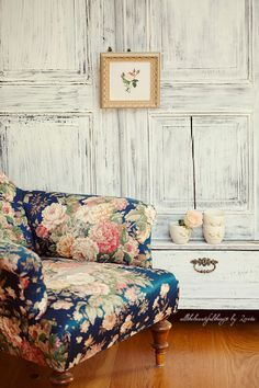 I simply adore anything floral. Like this armchair! It makes a simple room pop with style! :)