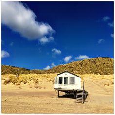 Bij Westduin (April 2015) Cabin, House Styles, Home Decor, Homemade Home Decor, Interior Design, Cottage, Home Interiors, Wooden Houses, Decoration Home