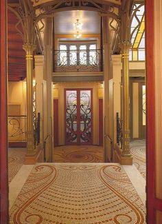 Victor Horta (1861 - 1947) was een Belgisch architect. Samen met Henry Van de Velde geldt Horta als een van de belangrijkste vertegenwoordigers van de art nouveau.