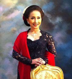 Kebaya indonesia traditional women