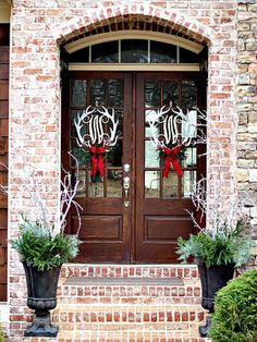 Add Christmas charm to your home with these great and easy ideas on how to decorate your door with Christmas spirit.