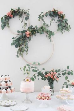 Not your typical Minnie Mouse Tea Party Second Birthday. Pretty pink and greenery makes a sophisticated feel. Minnie mouse party ideas & kid& birthday ideas & The post Minnie Mouse Tea Party Second Birthday appeared first on Dekoration. Birthday Party Decorations Diy, Bridal Shower Decorations, Birthday Parties, Diy Party, Party Wall Decorations, Birthday Celebration, Birthday Diy, Tea Party Crafts, Elegant Party Decorations